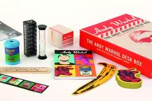 The Andy Warhol Desk Box de Galison