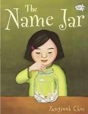 The Name Jar:  Un Cuento de una Mujer Gigante Con un Gran Corazon